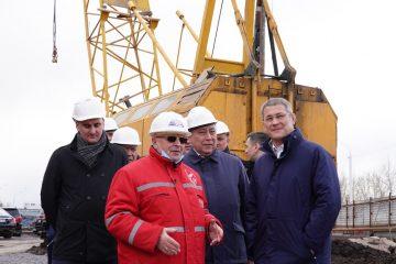 Хабиров посмотрел, как идет строительство нового моста в Уфе