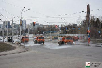 В Уфе проводят обеспыливание дорог и тротуаров