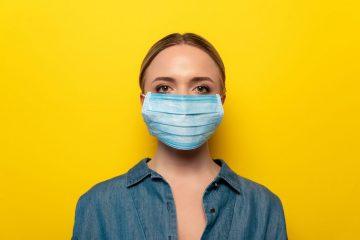 Специалисты назвали простой способ дезинфекции маски