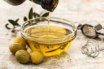 Врачи рассказали, почему стоит чаще добавлять в пищу оливковое масло