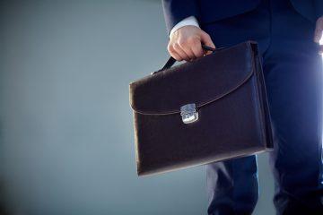 Чиновникам Уфы рекомендуют отказаться от рукопожатий и объятий при встрече