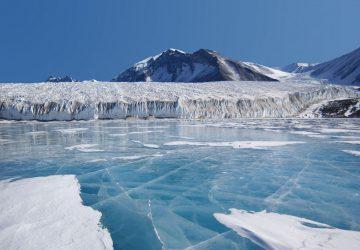 Ученые выяснили, что скрывается подо льдами в Антарктиде