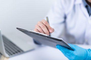 Врачи-онкологи обнаружили связь между рубцами на ладонях и раком