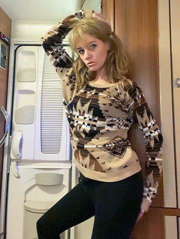 Кристина Асмус станцевала для своих подписчиков стриптиз
