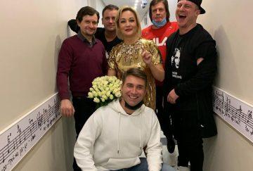 Татьяна Буланова прокомментировала слухи о романе с молодым актером
