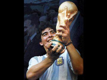Легенда аргентинского футбола Диего Марадона скончался в возрасте 60 лет