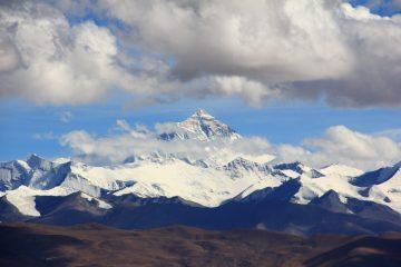 Микропластик впервые нашли на Эвересте