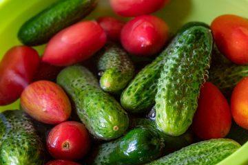 Огурцов и помидоров станет больше на грядках, если таким способом опрыскивать растения