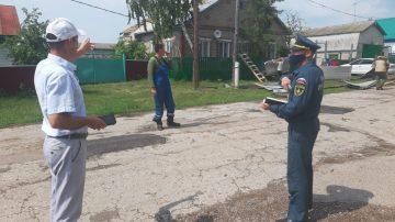 Ураганный ветер в Башкирии сорвал крыши сдомов и повредил линию электропередачи